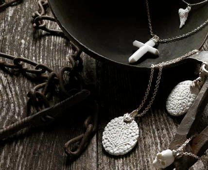 подвески из фарфора, фарфоровые украшения Патрика Муфа