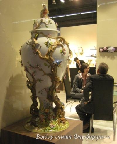 Ambiente 2011, фарфоровая ваза Herend, украшенная лепниной